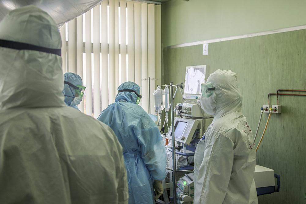Вирусолог объяснил причину высокой смертности от дельта-штамма COVID-19 в России