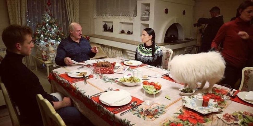 на встрече с журналистами Лукашенко говорил, что чиновники должны знать всех своих блогеров и журналистов, что живут у них на районе и все должны не просто с оглядкой, а писать с разрешения местной власти