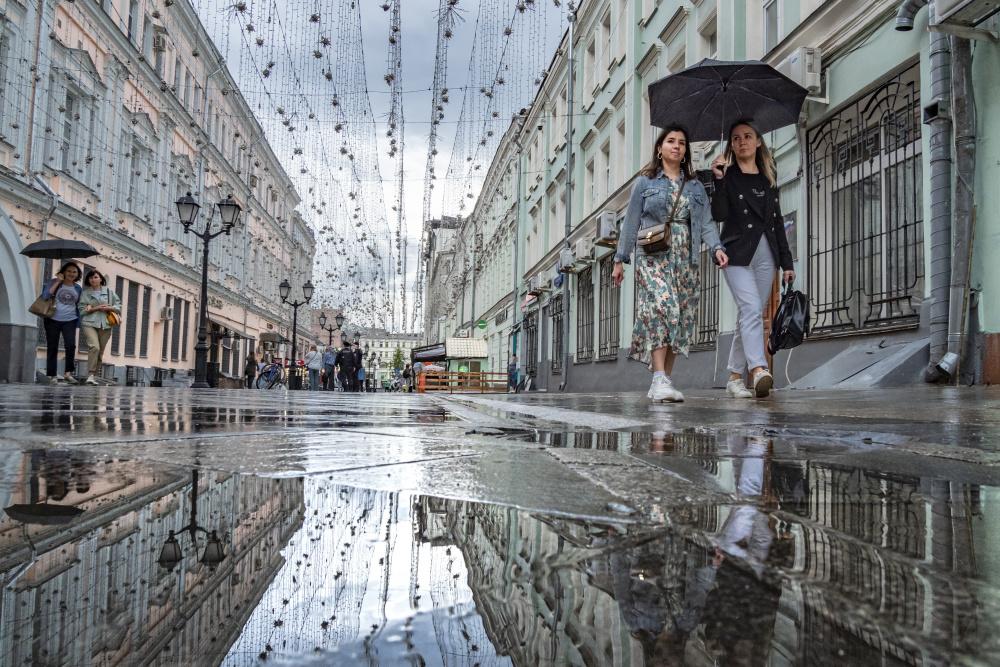 Жара покидает столичный регион: В Москве и Подмосковье дождь и до 26 градусов