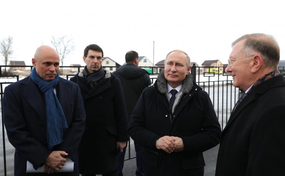 Игорь Артамонов (слева) во время визита Владимира Путина в Липецкую область
