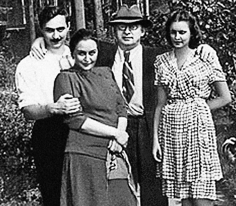 Лаврентий Берия с женой Ниной, сыном Серго и невесткой Марфой