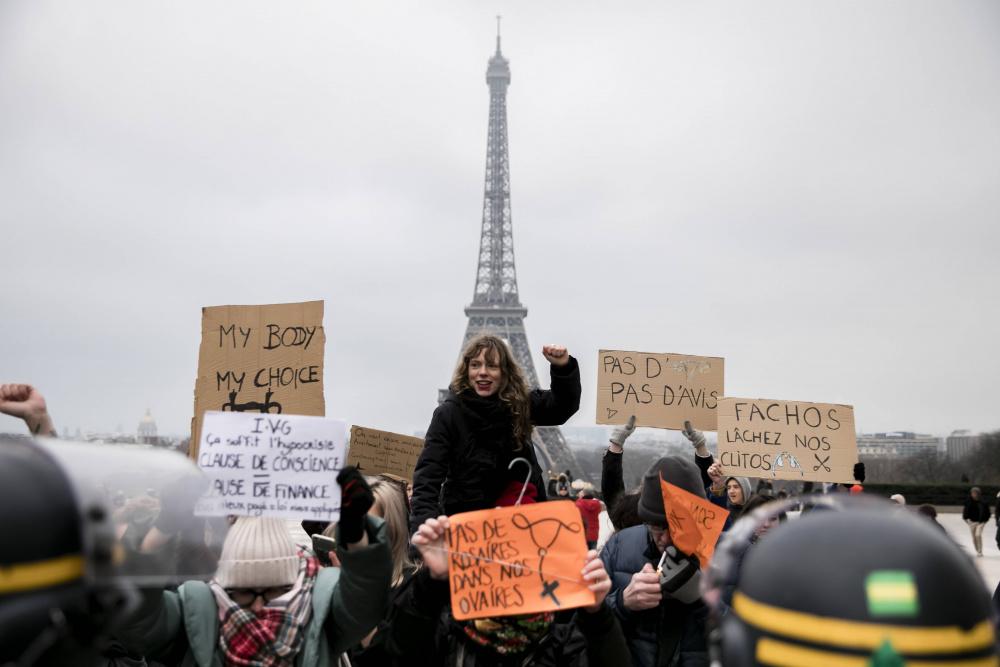 Чтобы снизить число абортов, во Франции сделают бесплатной контрацепцию для женщин до 25 лет
