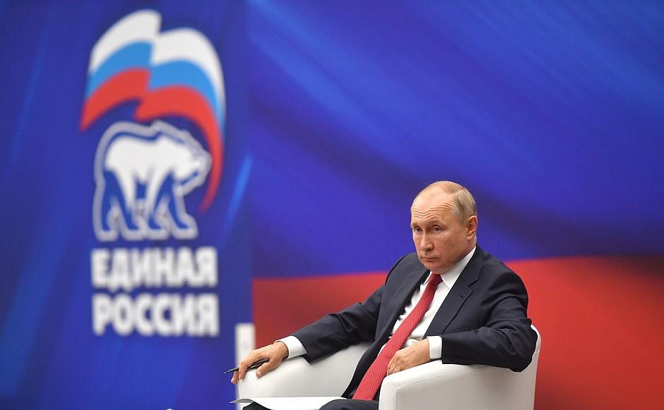 Путин поручил правительству проиндексировать в 2022 году зарплаты военных и силовиков