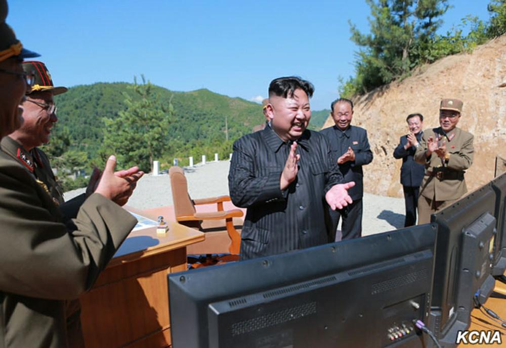В Японии обеспокоены запуском Северной Кореей ракет в сторону моря