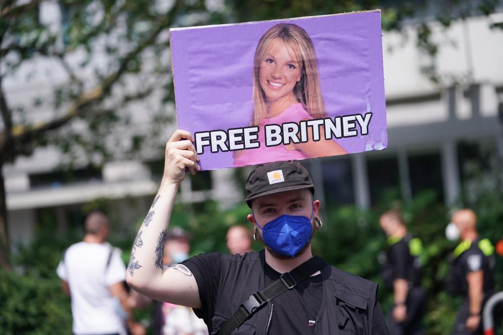 Я просто хочу вернуть свою жизнь: Отец Бритни Спирс больше не её опекун