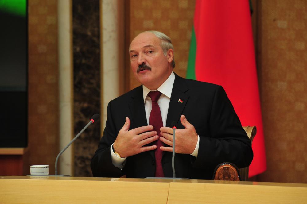 Bild: Лукашенко дает нелегально проникающим в ЕС мигрантам студенческие визы