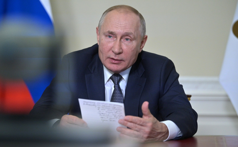 Путин: С талибами нужно взаимодействовать, но не стоит торопиться с их признанием