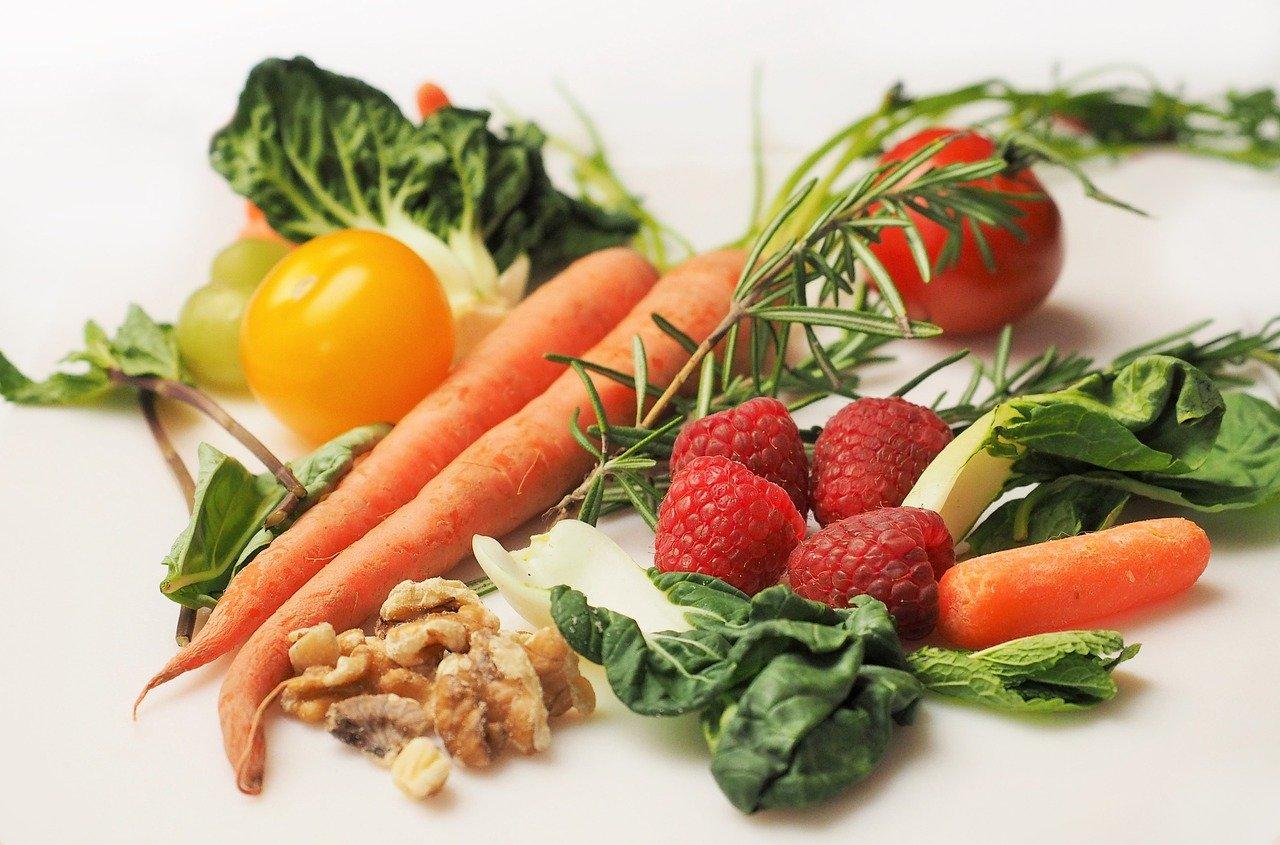 Британские ученые рассказали, какая диета поможет защитить организм от ковида