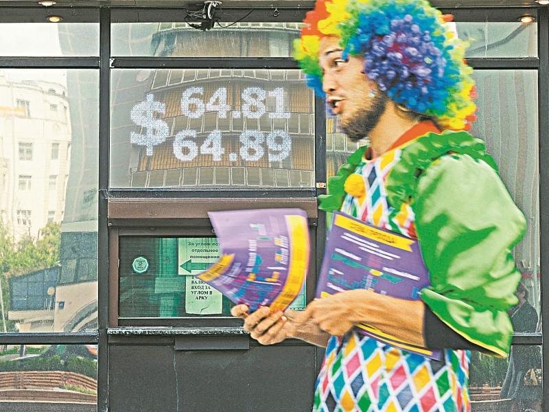 В первые дни паники обменники не справлялись с наплывом клиентов // Фото: Global Look Press