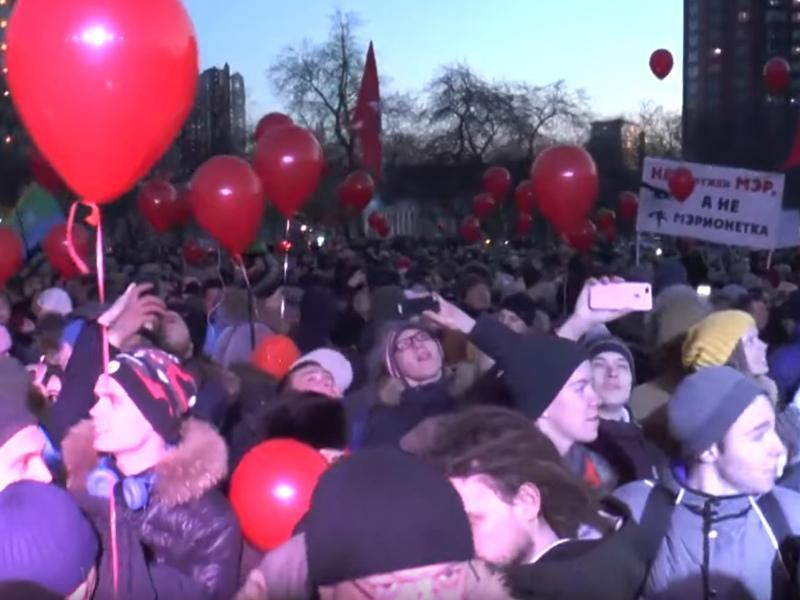 В Екатеринбурге горожане вышли на митинг