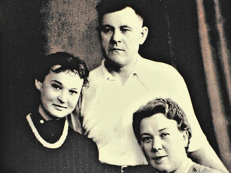 Людмила Гурченко с родителями