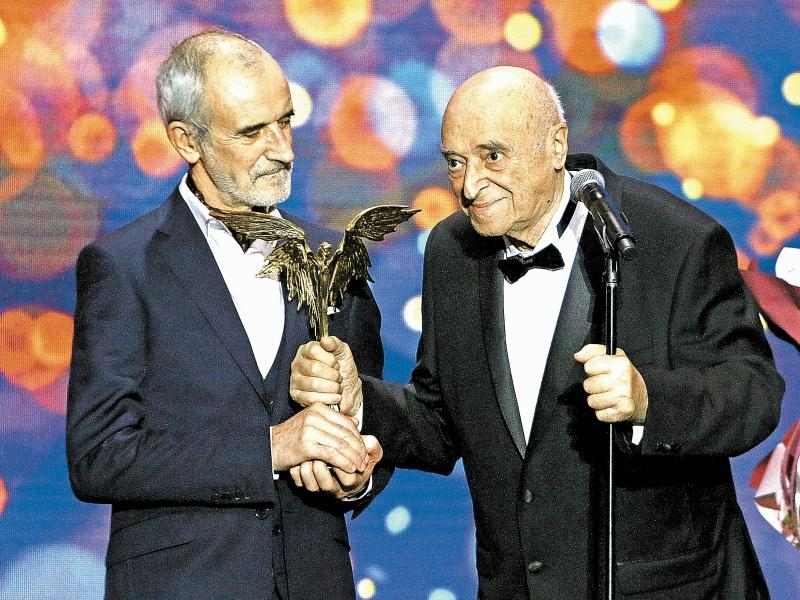Римас Туминас наградил Владимира Этуша