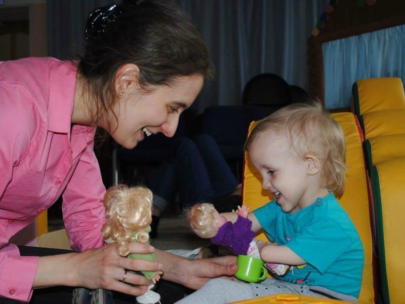 Бейсеновы впервые встретились с малышкой, когда ей было 4 года