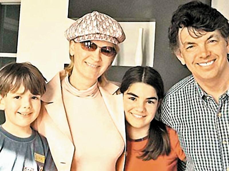 С женой и внуками