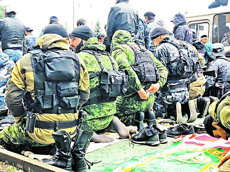 Рядовые полицейские и ели, и молились вместе с протестующими