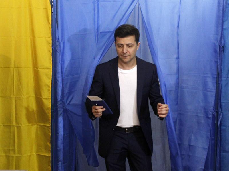 Владимир Зеленский на избирательном участке 21 апреля // фото: Павло Гончар / Global Look Press