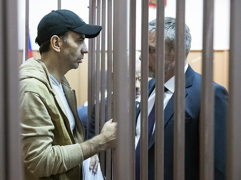 Абызов присоединился к «закрытому» правительству // фото: Pavel Golovkin / ТАСС