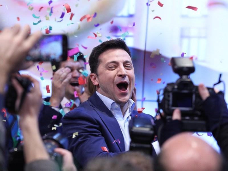 Владимир Зеленский на праздновании победы в своем избирательном штабе // фото: Данил Шамкин / Global Look Press