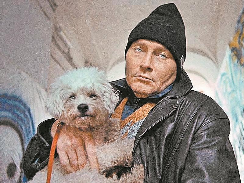 Басков в знаменитой шапочке // кадр: программа «Вечерний Ургант» / «Первый канал»