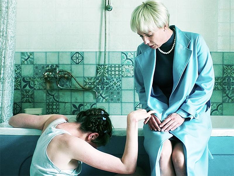 Чулпан Хаматова / Фото в статье: кадры из фильма «Доктор Лиза» / YouTube