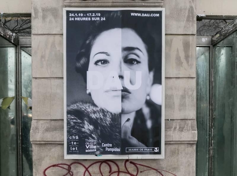 """Афиша """"Дау"""" в Париже // Фото: Global Look Press"""