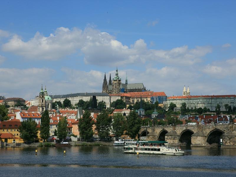 В России и Чехии напомнили о земле, которую занимают посольства