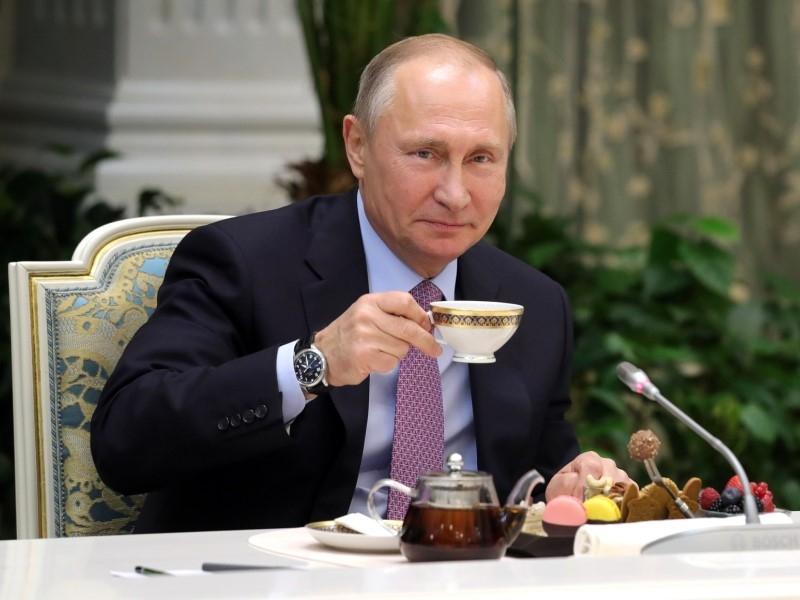 Владимир Путин и чай // Global Look Press