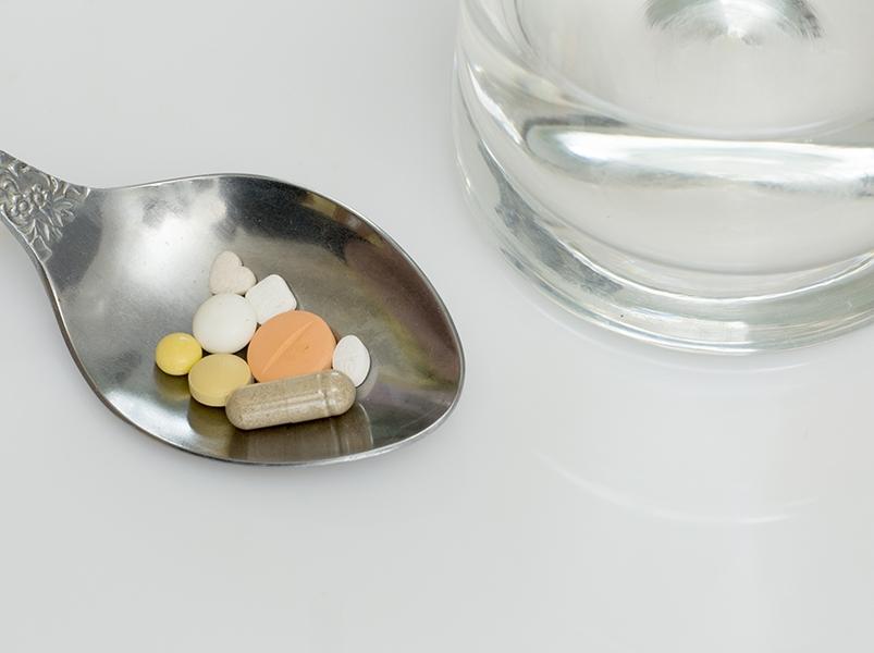 Врач предупредил об опасности приема лекарств без назначения специалиста