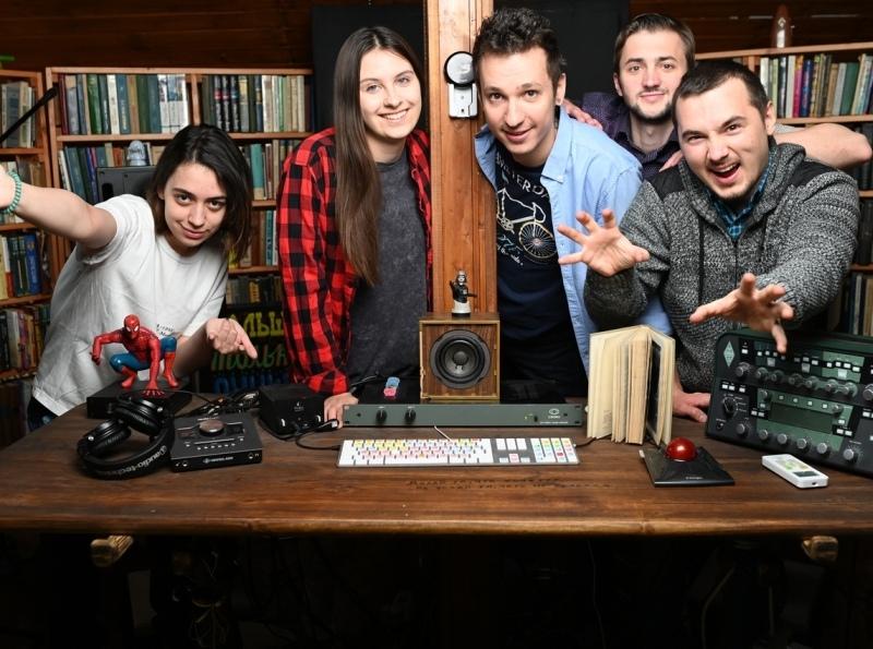 Семен Бруев (в центре) и его арт-команда // фото в статье: соцсети