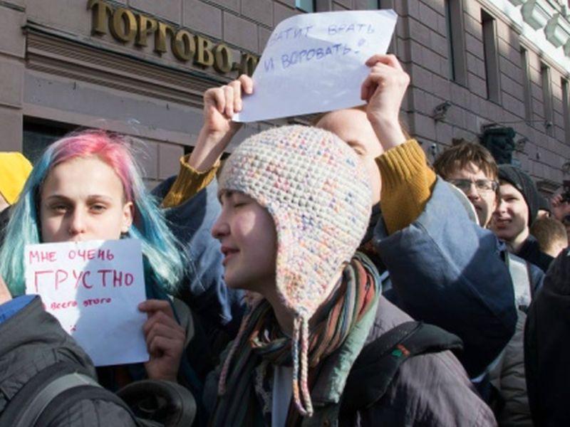 "Молодежь на антикоррупционной акции ""Он нам не Димон"" // фото: Elena Corvus"
