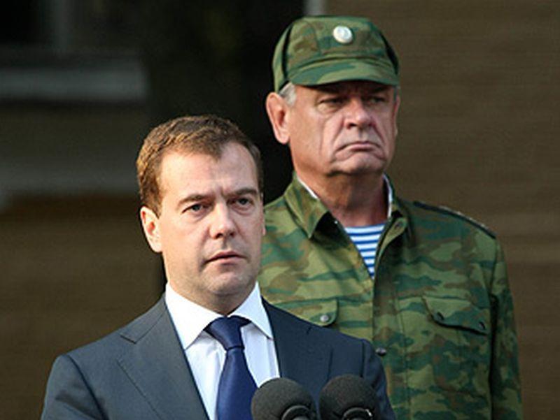 Дмитрий Медведев и Владимир Болдырев во Владикавказе 18 августа 2008 года // фото: kremlin.ru