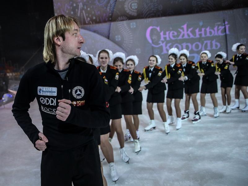 Мастер-класс Евгения Плющенко на льду для учащихся кадетских классов Москвы // фото: Валерий Шарифуллин / ТАСС