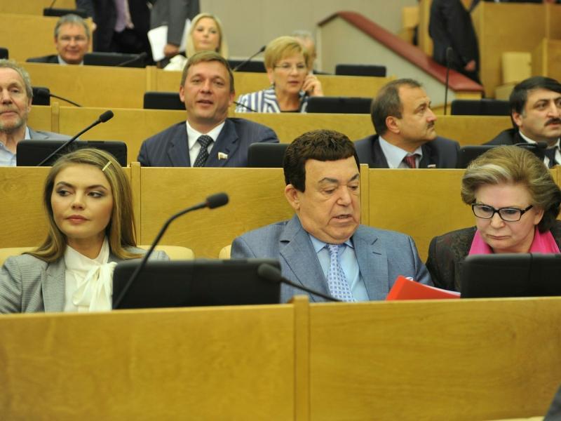 Иосиф Кобзон (в центре) на заседании Государственной думы в 2012 году // фото: Pravda Komsomolskaya / Russian Look