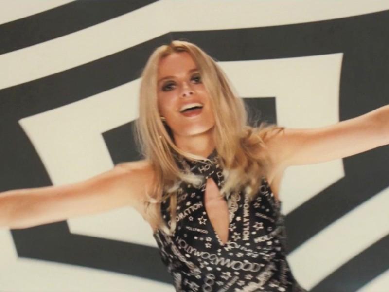 Танцующая Марго Робби в образе Шэрон Тейт — хотя бы ради этого стоит смотреть это кино // стоп-кадр из трейлера / Youtube