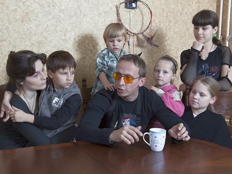 Иван и Оксана Охлобыстины с детьми // фото: Global Look Press