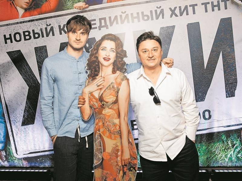 Максим Лагашкин с «женой» и сыном // фото в статье: Global Look Press