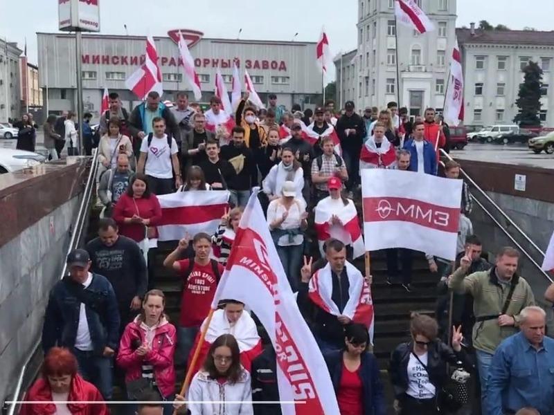 Протестующие заводчане в Минске // Скриншот видео Onliner