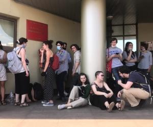 Люди, пришедшие поддержать фигурантов, у Люблинского суда // Фото: Павел Зубов