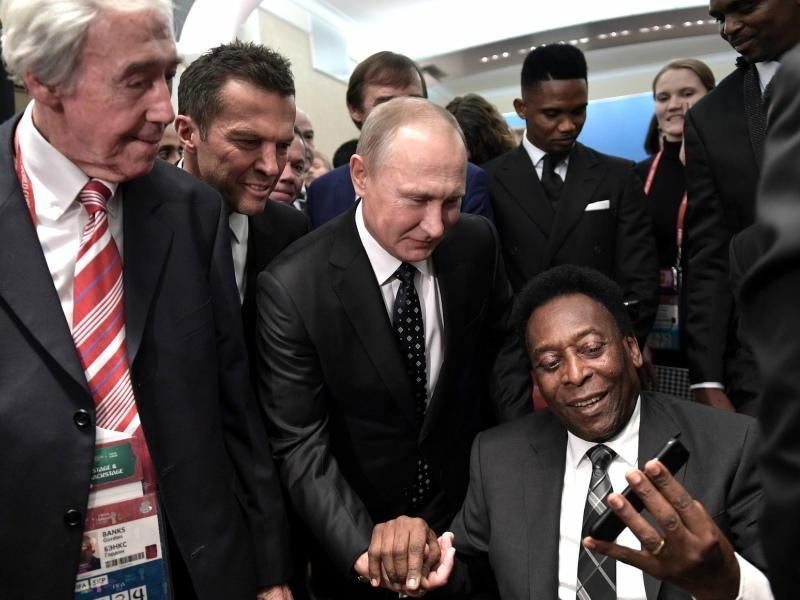 Фотографировать Пеле разрешили только ему самому // Фото: Global Look Press
