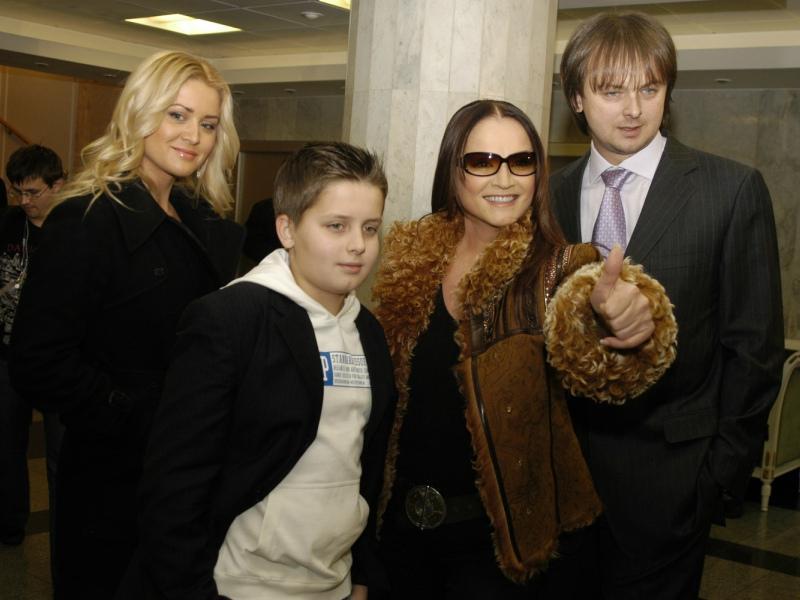 София Ротару с сыном, внуком и невесткой // Фото: Global Look Press