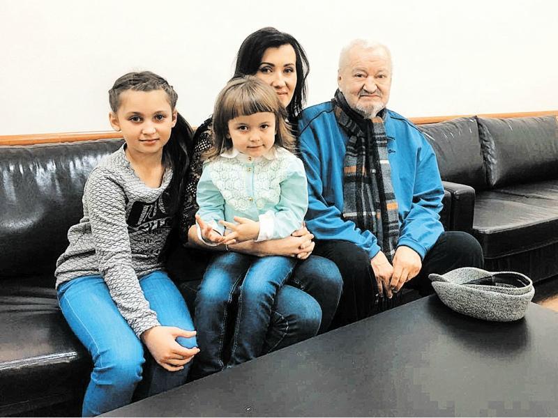 Внучка и правнучки надеются, что Александр Федорович примет их // Фото: из личного архива
