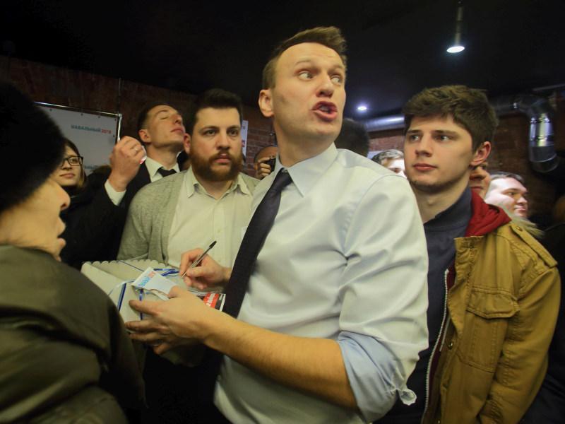 Алексей Навальный на встрече со сторонниками в Санкт-Петербурге // фото: Замир Усманов / Global Look Press