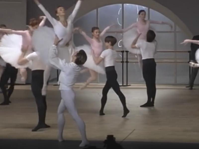"""Стоп-кадр YouTube //Сцена из балета """"Нуреев"""""""