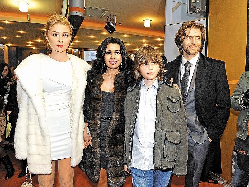 Анастасия с мужем Петром Чернышевым и детьми Аней и Майклом // фото: Максим Ли