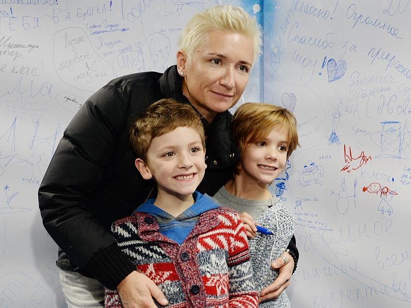 Диана Арбенина с детьми // фото: Анатолий Ломохов / Global Look Press