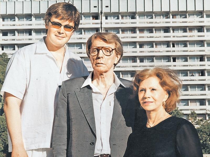 Супруги с сыном актера – Александром Стриженовым