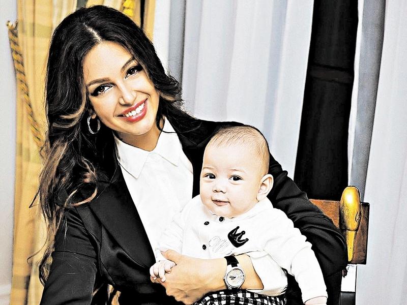 Оксана Воеводина с сыном // фото в статье: соцсети