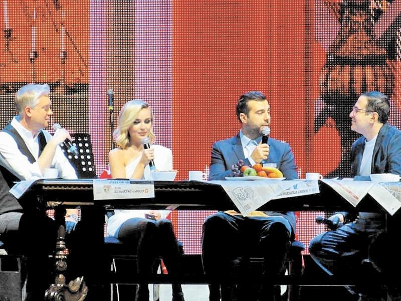 Полине Гагариной шутники не дали и рта раскрыть, но она все равно стала украшением стола и вечера