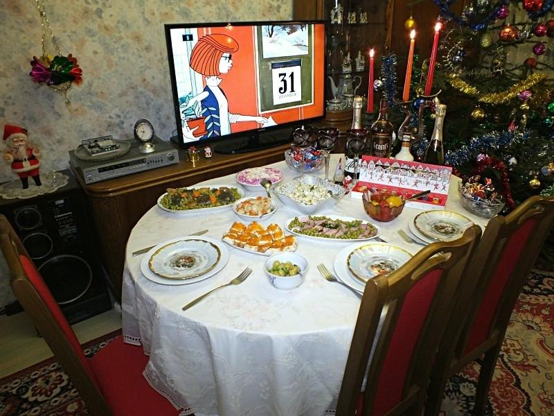 Современный новогодний стол перенял советские традиции // фото в статье: Global Look Press