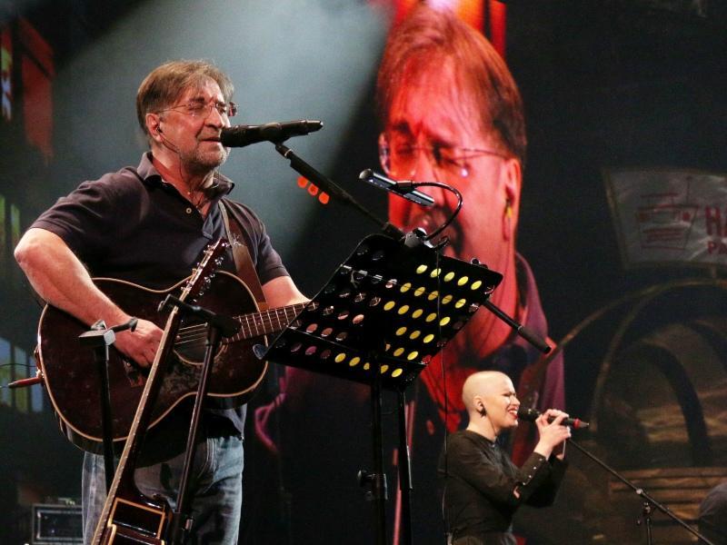 Юрий Шевчук и Алена Романова (бэк-вокалистка ДДТ)